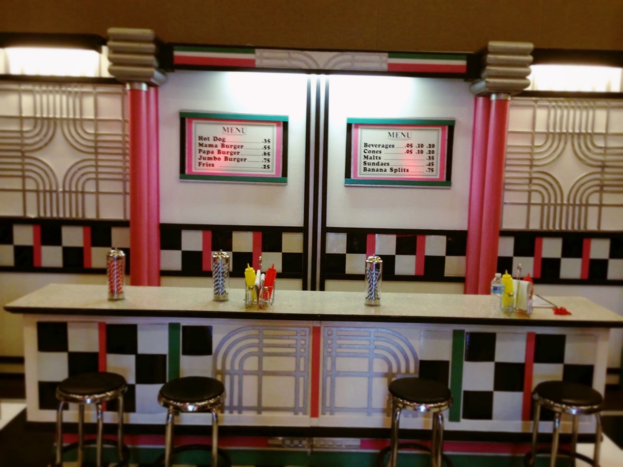 1034 E Fifties Soda Shop Counter
